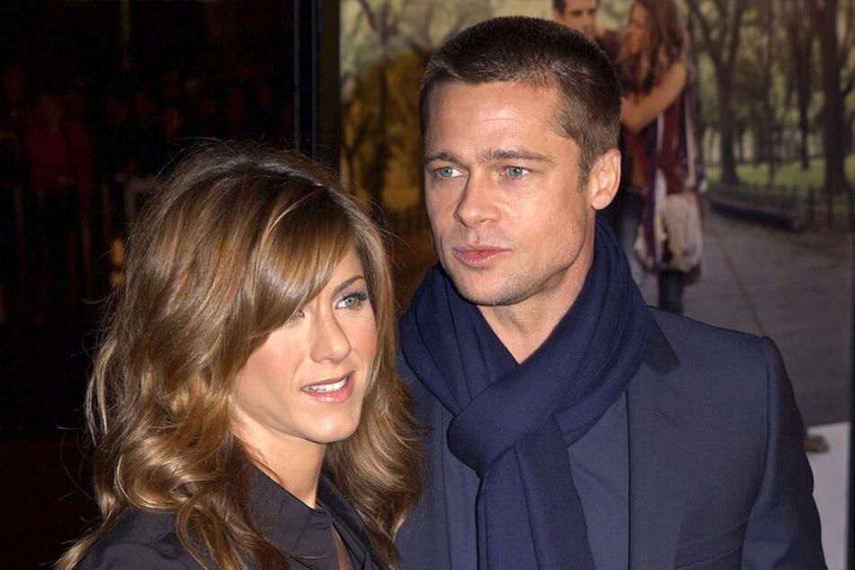 """Jennifer Aniston und Brad Pitt 2004 bei der Weltpremiere des Films """"... und dann kam Polly"""" in Los ANgeles."""