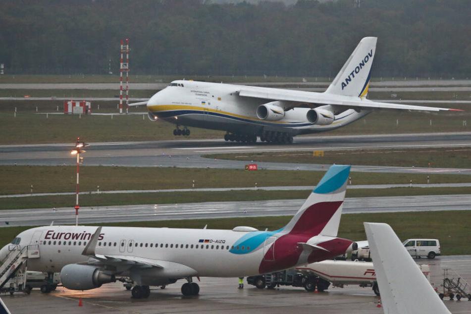 Riesen-Frachter Antonow 124 am Flughafen Köln/Bonn erwartet