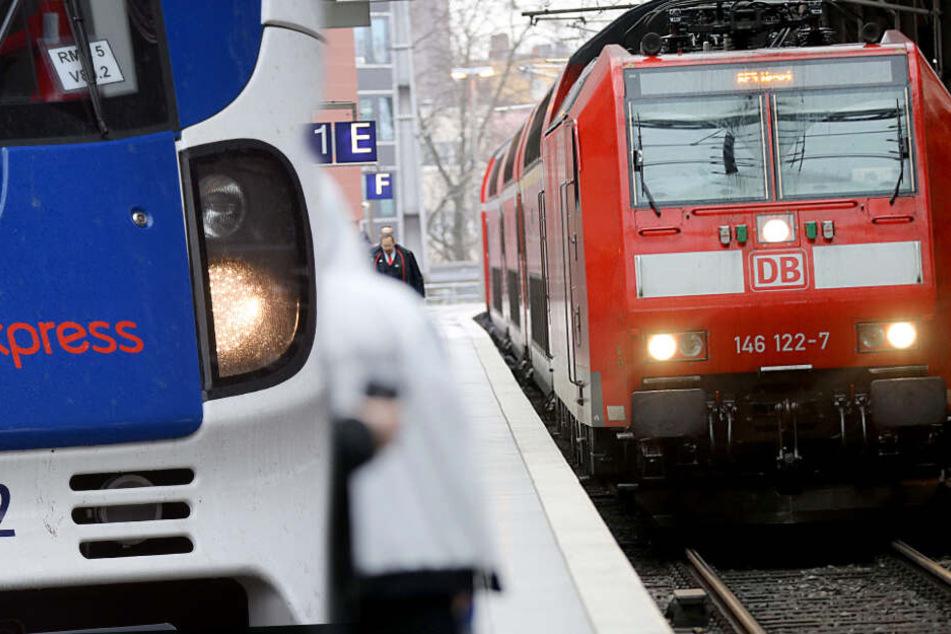 National Express wirbt in Zügen der Deutschen Bahn um Lokführer!