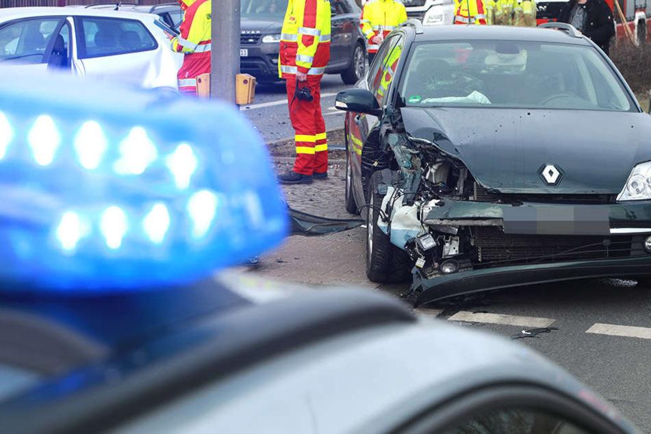 Bei einem Unfall in Dresden hat es einen Renault Laguna am heftigsten erwischt.