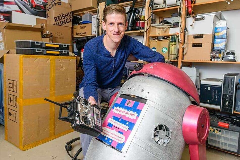 Mirko Deutschmann (40) kommt mit seinem ferngesteuerten Roboter zum Medienfestival.