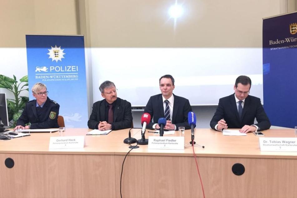 Die Vertreter der Polizei und Staatsanwaltschaft Karlsruhe sowie Jana Ulbricht von der Polizeidirektion Dresden.
