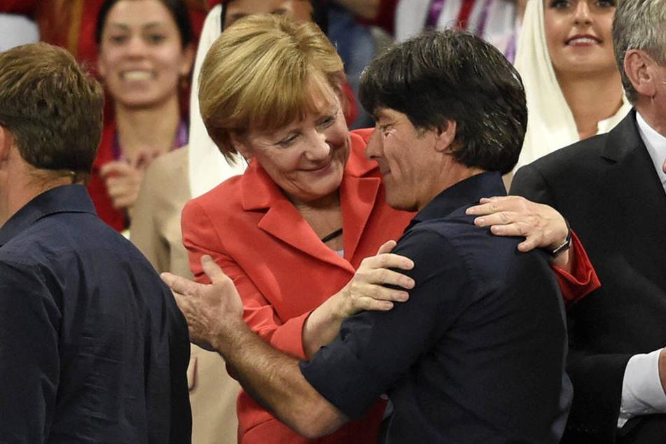 Merkel und Löw nach dem Sieg im WM-Finale 2014 in Brasilien.