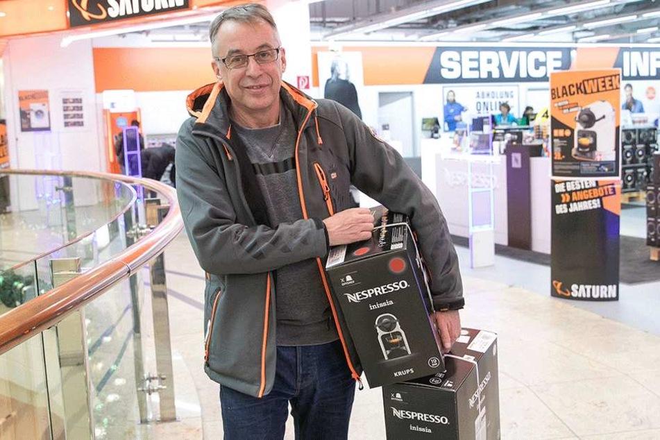 Jörg Adam (57) nahm gleich zwei Kaffeemaschinen mit.