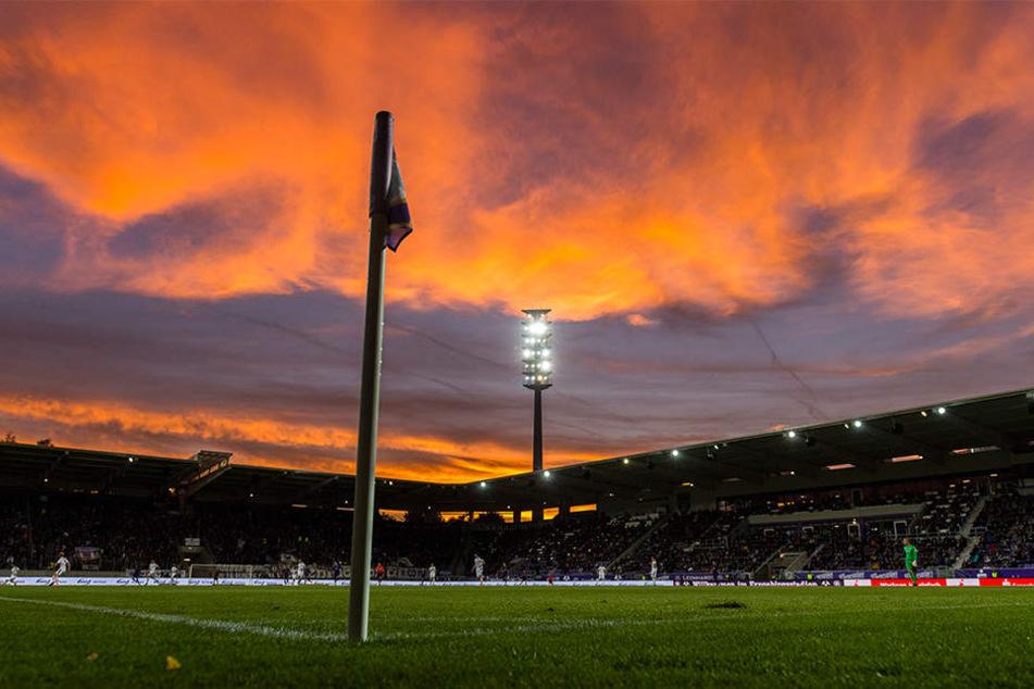 Zumindest der Himmel bot den Besuchern im Erzgebirgsstadion ein prächtiges (Farben-)Spiel.