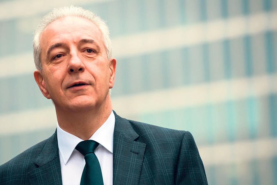 """Ministerpräsident und CDU-Chef Stanislaw Tillich (58) spricht mit Blick auf  die NPD-Kontakte von """"Einzelfällen""""."""