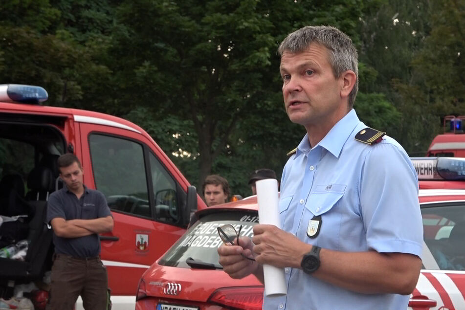 Amtsleiter Frank Mehr musste seinen Kameraden die enttäuschende Nachricht überbringen, dass der Einsatz nicht stattfinden darf.