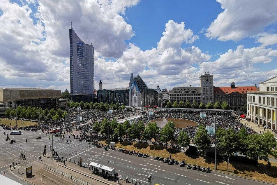 Immer mehr Motorradfahrer strömten in die Leipziger Innenstadt.