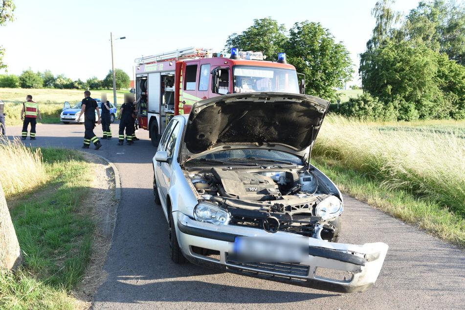 Auch der VW wurde durch den Zusammenstoß beschädigt.