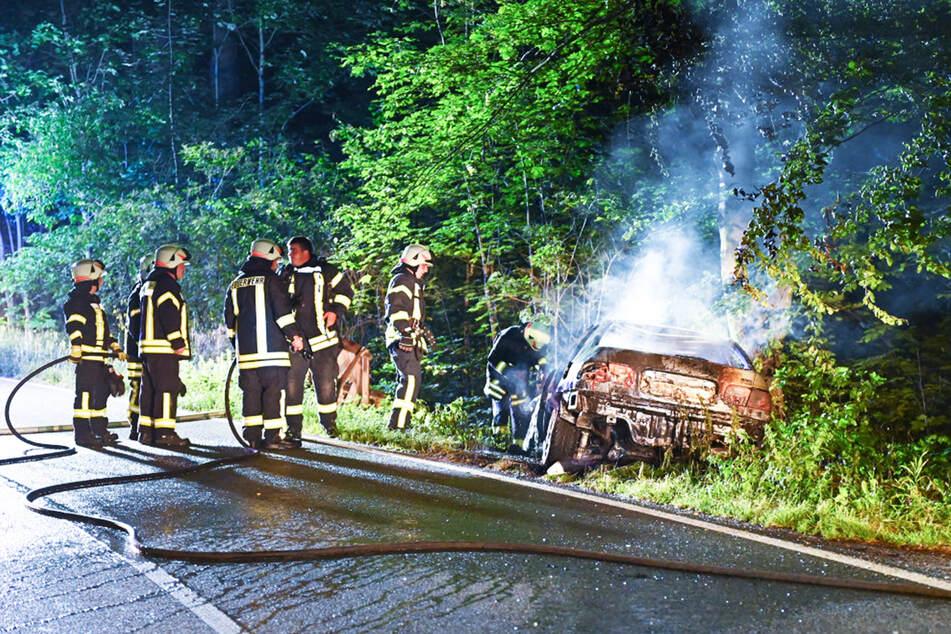 Die Feuerwehr löschte das Fahrzeug zügig. Der Totalschaden war dennoch unvermeidbar.