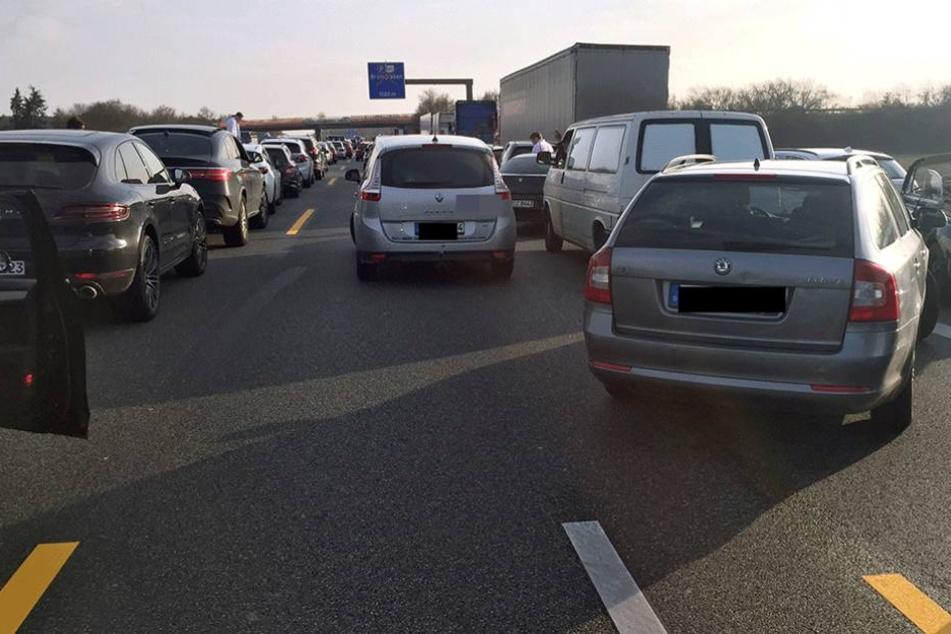 Das Bilden einer Rettungsgasse stellt viele Autofahrer vor echte Probleme.