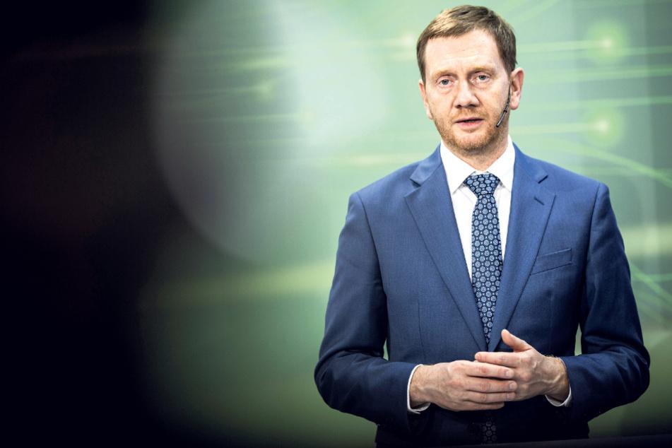 Ministerpräsident Michael Kretschmer rechnet erst im Sommer mit einer Rückkehr zur Normalität.