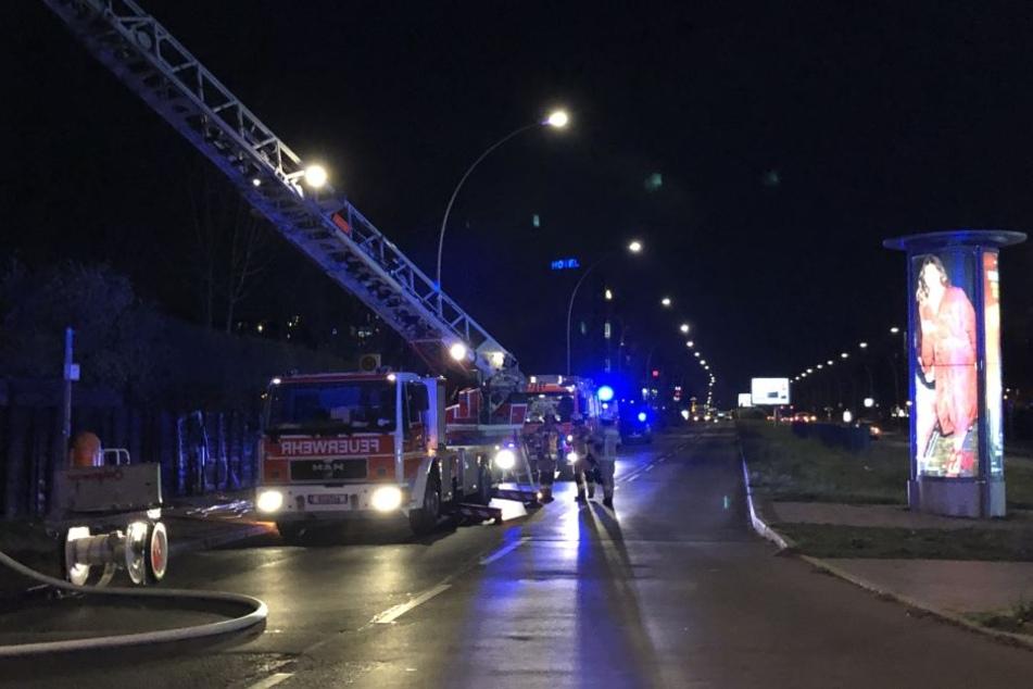 An der Prenzlauer Promenade haben am Mittwochabend zwei Gartenlauben gebrannt.