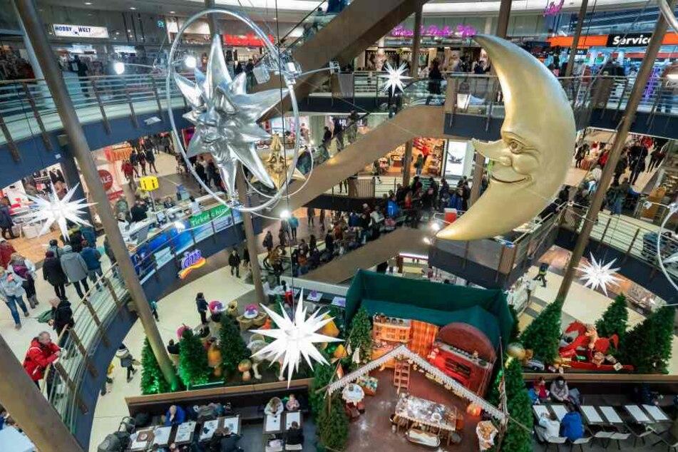 "Der Shoppingcenter ""Galerie Roter Turm"" darf am 1. und 15. Dezember öffnen. Andere Center außerhalb der Innenstadt müssen an den Sonntagen geschlossen bleiben."