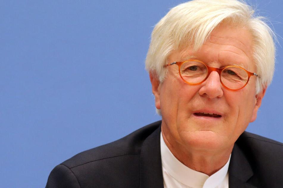 Weil er Flüchtlinge retten will: Morddrohungen gegen Kirchenmann
