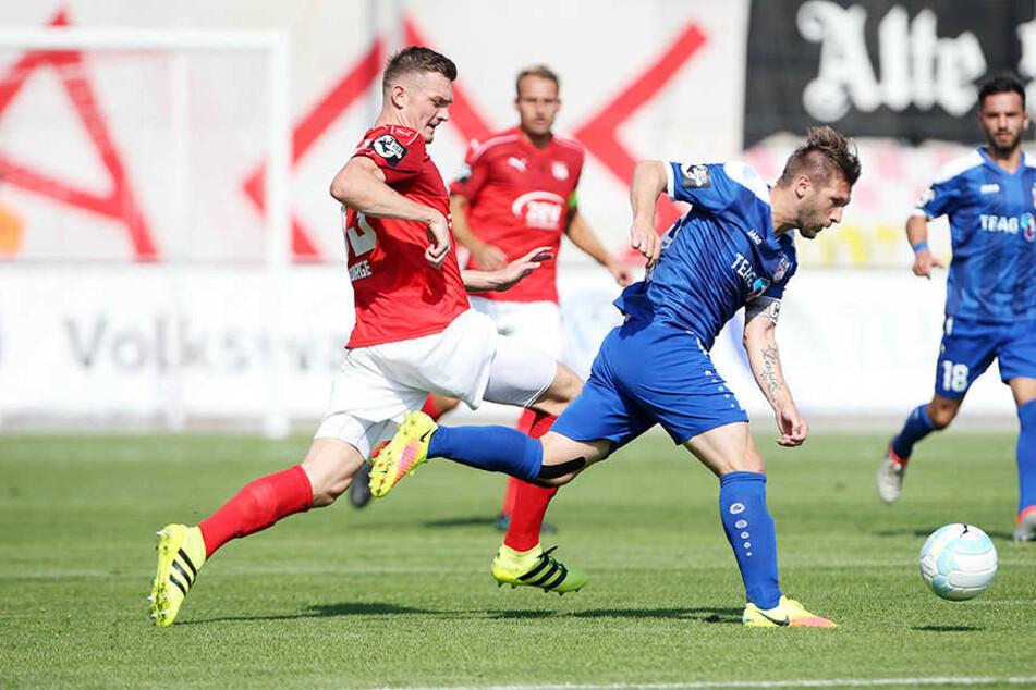 Die in blau spielenden Erfurter kam der FSV meist einen Schritt zu spät.