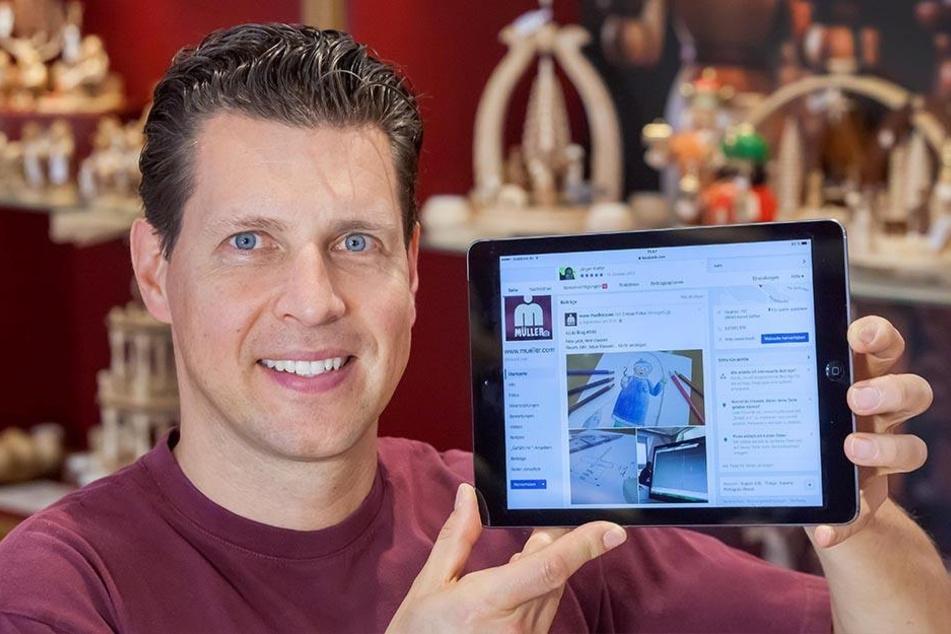 Firmenchef Ringo Müller (45) postet alle aktuellen Holzspielzeug-Trends auf  Facebook.