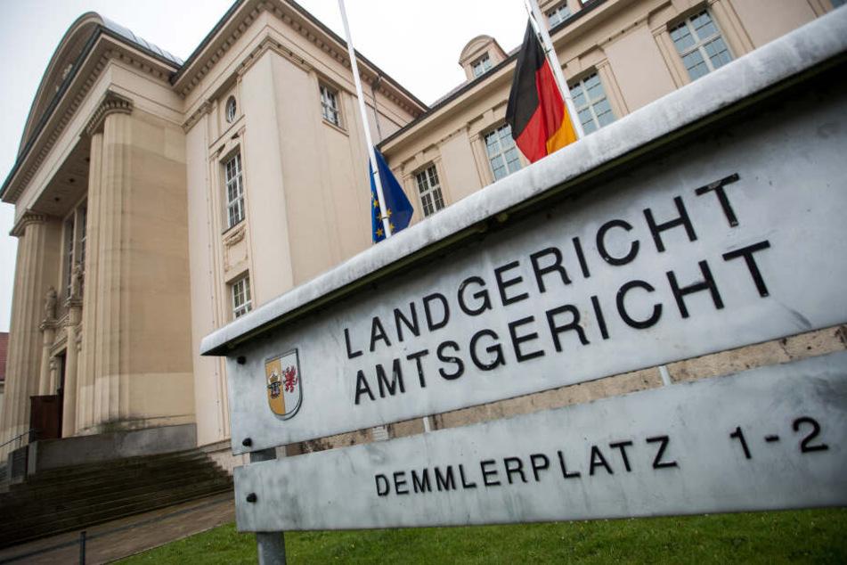 Das Gebäude des Landgericht Schwerin am Demmlerplatz.