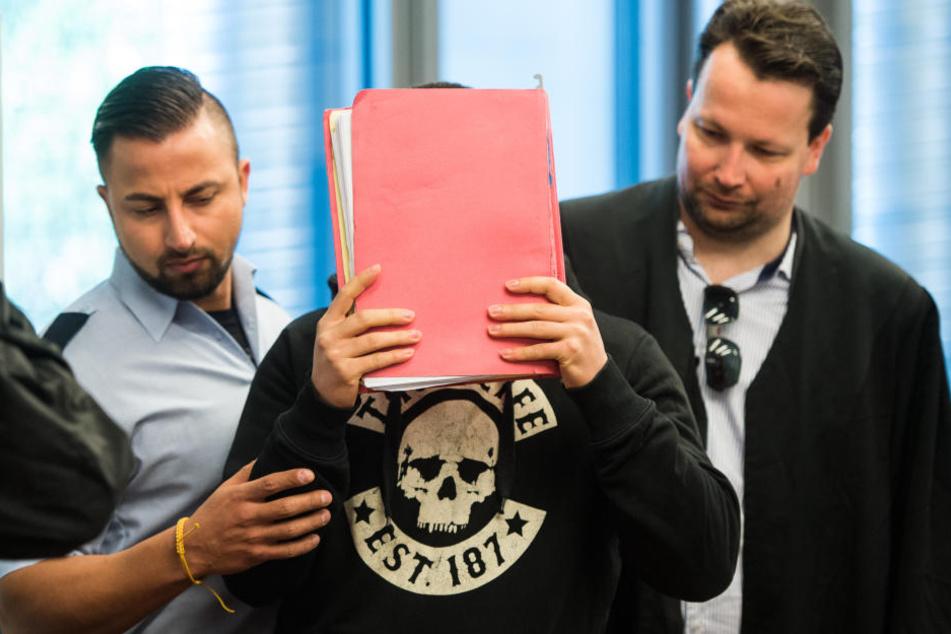 Der Angeklagte Yasser S. (M) im Landgericht in Wuppertal. Ihm wird gemeinschaftlicher Mord an der sechsfachen Mutter Hanaa S. vorgeworfen.