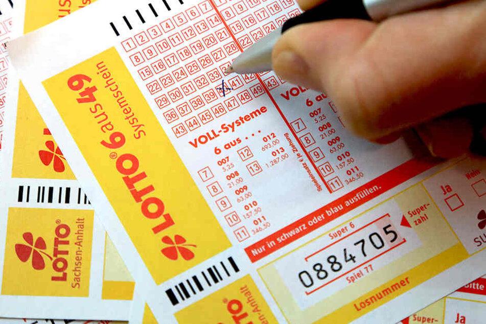 Durch Lotto spielen kam eine junge Frau aus Großbritannien an ihr Vermögen.