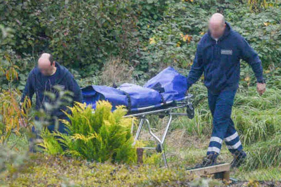 Die Leiche wurde aus dem Wasser geborgen und abtransportiert. (Symbolbild)