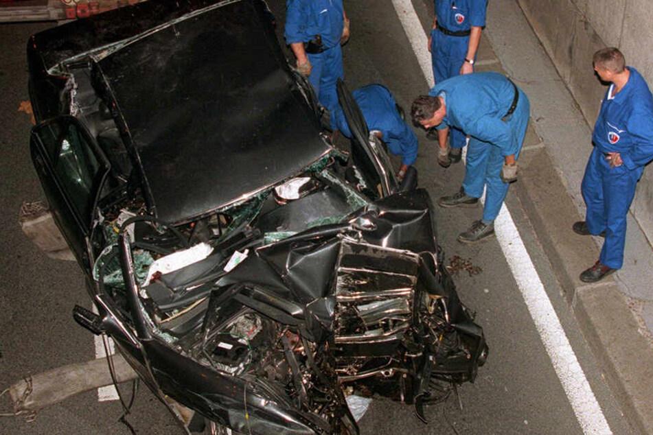 Das Auto, in dem Lady Di verunglückte, wurde völlig zerstört.
