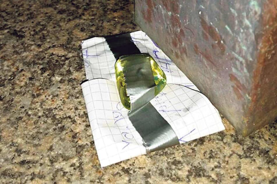Dieses seltsame Paket rief am Dienstag Polizei und Feuerwehr auf den Plan.