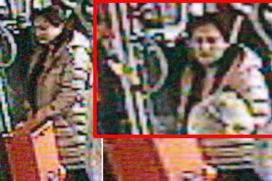 Die Polizei sucht nach der aggressiven Frau.