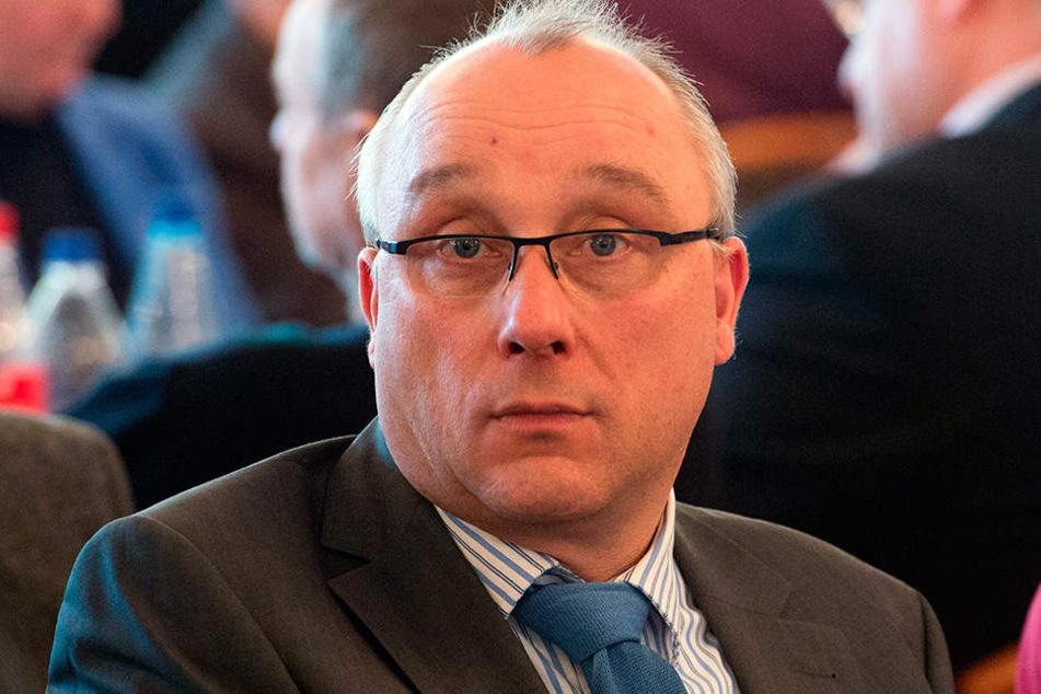 Richter und AfD-Mitglied Jens Maier (55) hatte J. Spenden zugesichert. Die wollte der 41-Jährige allerdings nicht.