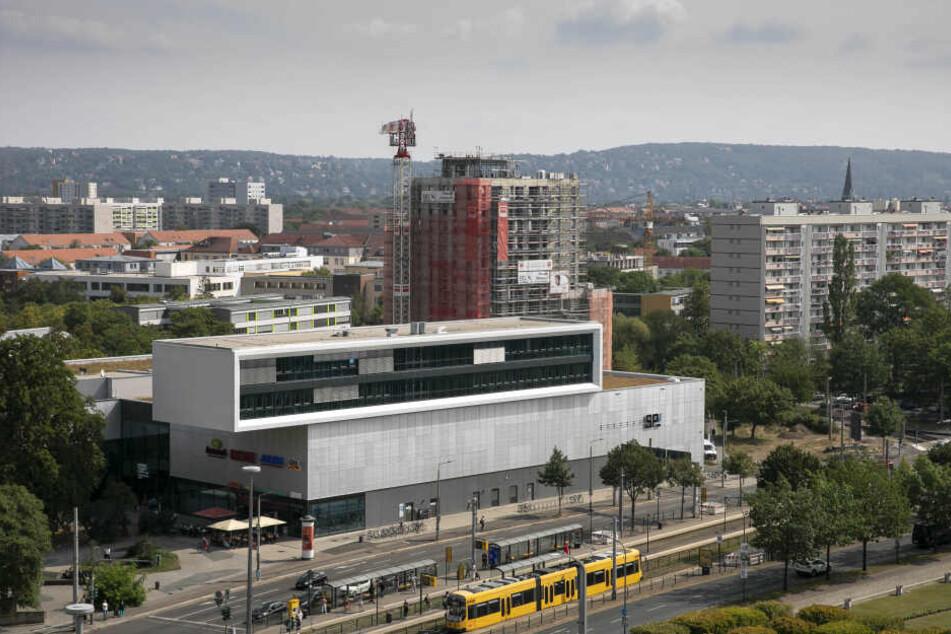 Am Straßburger Platz entsteht gerade ein neues Wohnhochhaus mit 65 Wohnungen.