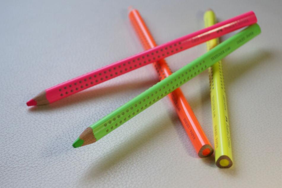 Textmarker gibt es auch als Buntstifte.