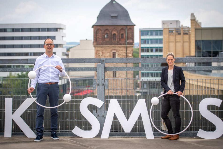 """CWE-Chef Sören Uhle (44) und CWE-Marketing-Chefin Susan Endler (37) stellten am Dienstag das """"Kosmos Chemnitz - Wir bleiben mehr"""" vor."""