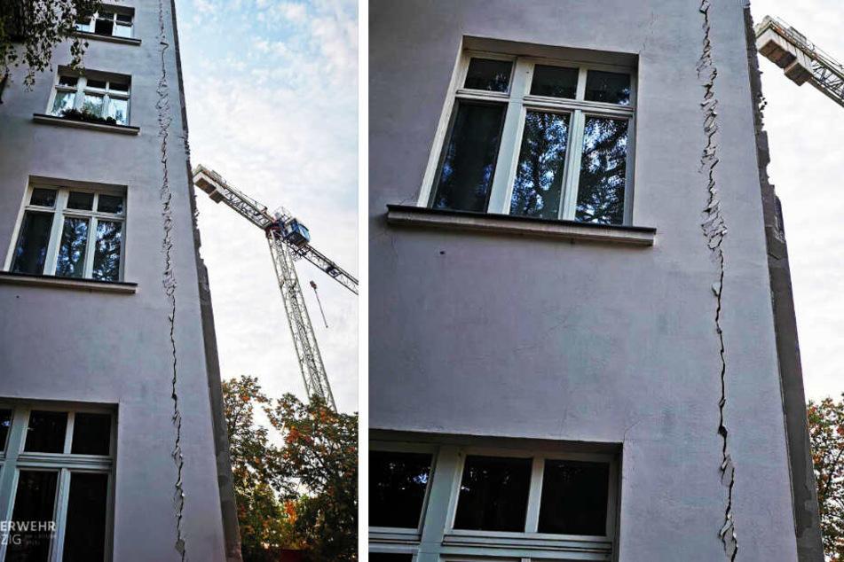 An der Außenfassade dieses Wohnhauses in der Breitkopfstraße entstanden am Dienstagabend lange Risse.