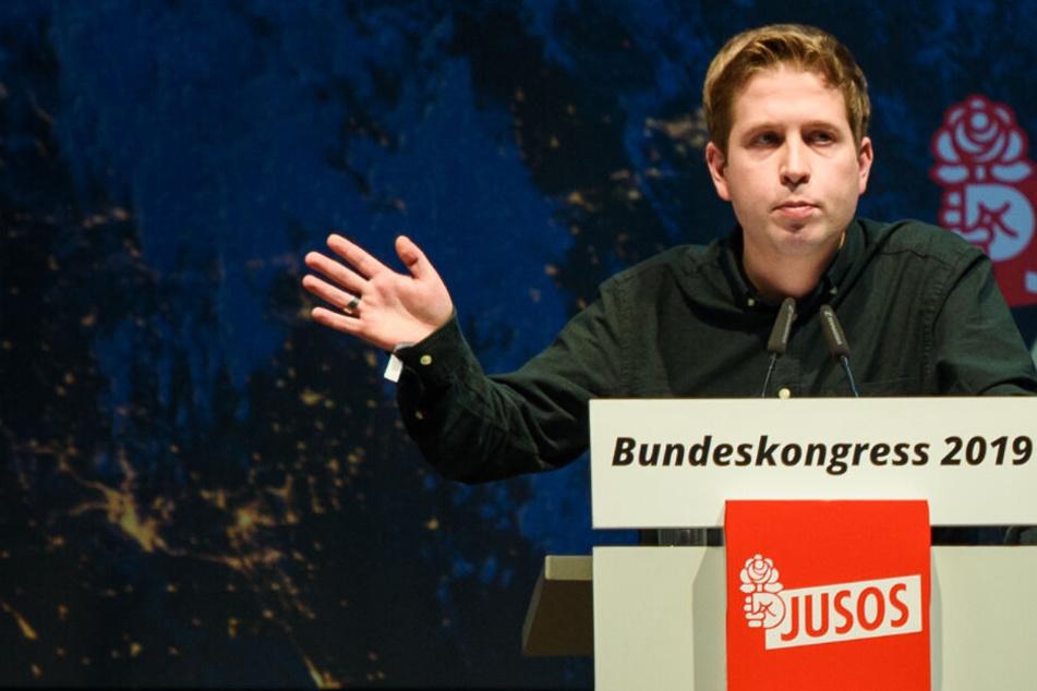Kevin Kühnert spricht auf dem Bundeskongress der Jusos in Schwerin.