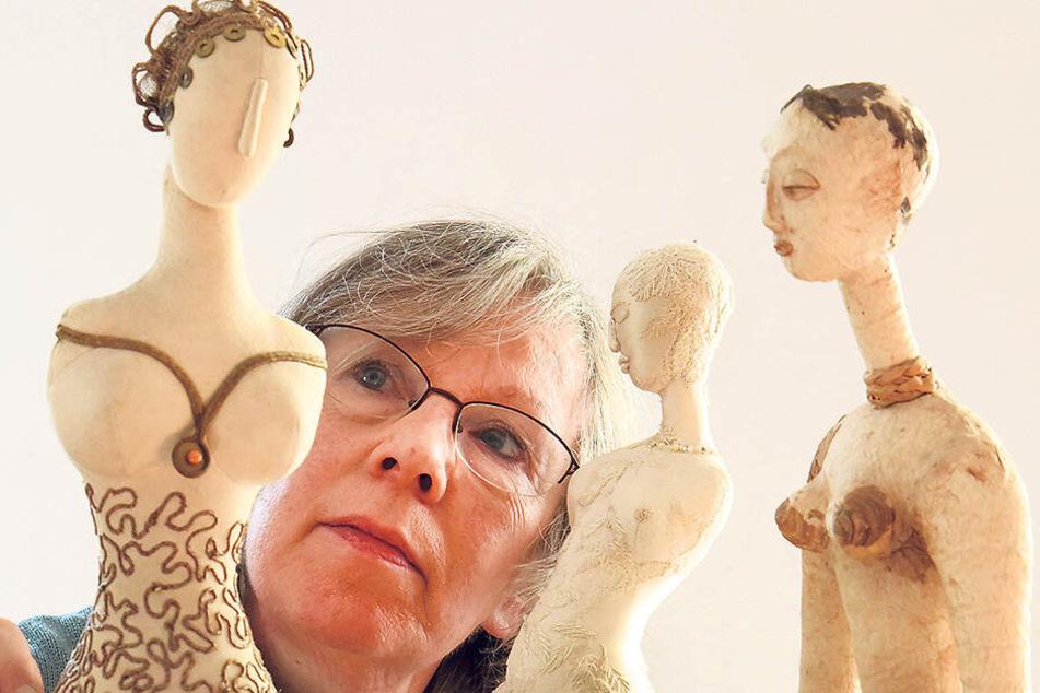 Die Künstlerin bei der Arbeit: Regina Herrmann (70) hat in ihrer Karriere mehr als 1 000 Puppen hergestellt.