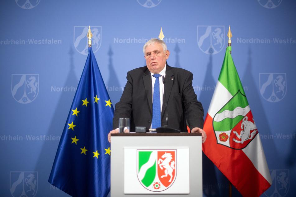 NRW-Gesundheitsminister zweifelt an ausreichend FFP2-Masken bei Pflicht