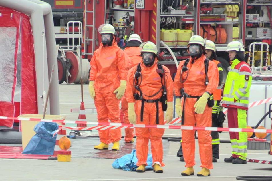 Gafferstau an der A3: Chemikalie droht, aus Lkw auszulaufen