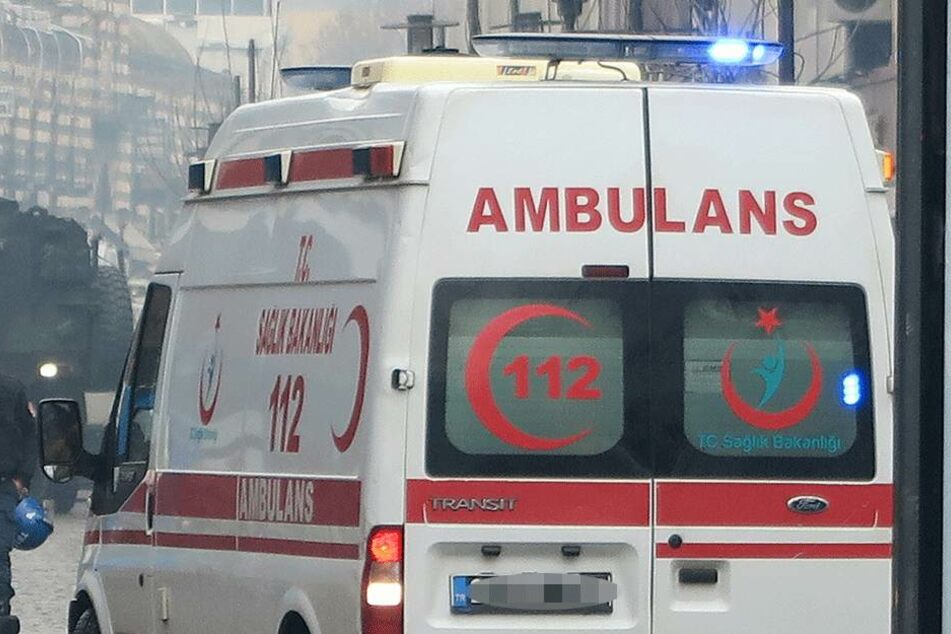 Jede Hilfe kam zu spät. Die gesamte Familie verstarb am Unfallort (Symbolbild).
