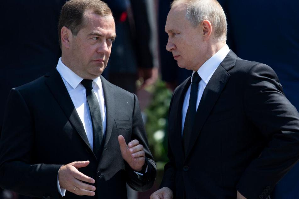 Kreml-Beben! Russland-Premier Medwedew reicht Rücktritt ein!