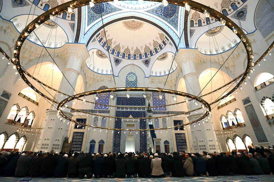 Am Donnerstag versammelten sich die Gläubigen erstmals zum Morgengebet in dem Gotteshaus.