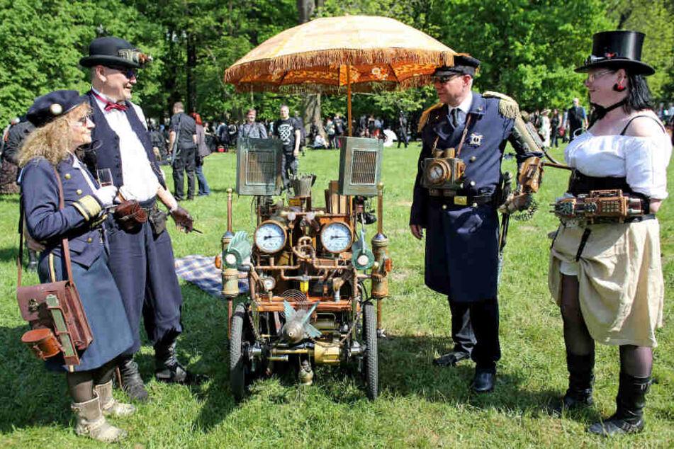 Steampunks geben sich jedes Jahr beim Wace-Gotik-Treffen in Leipzig ein Stelldichein.