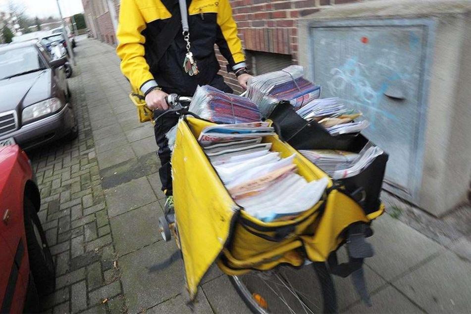 Der 57-jährige Briefbote war mit dem Einwurf von Sendungen beschäftigt. (Symbolbild)