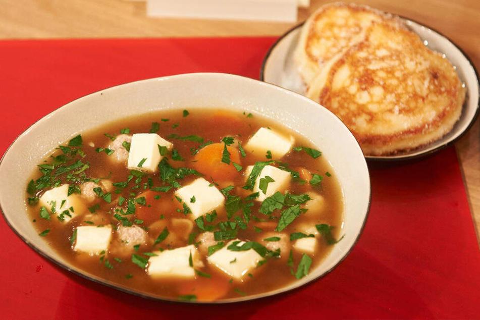 Mit der sorbischen Hochzeitssuppe und sächsischen Quarkkeulchen kochte sich Lubina ins Herz des Profikochs.