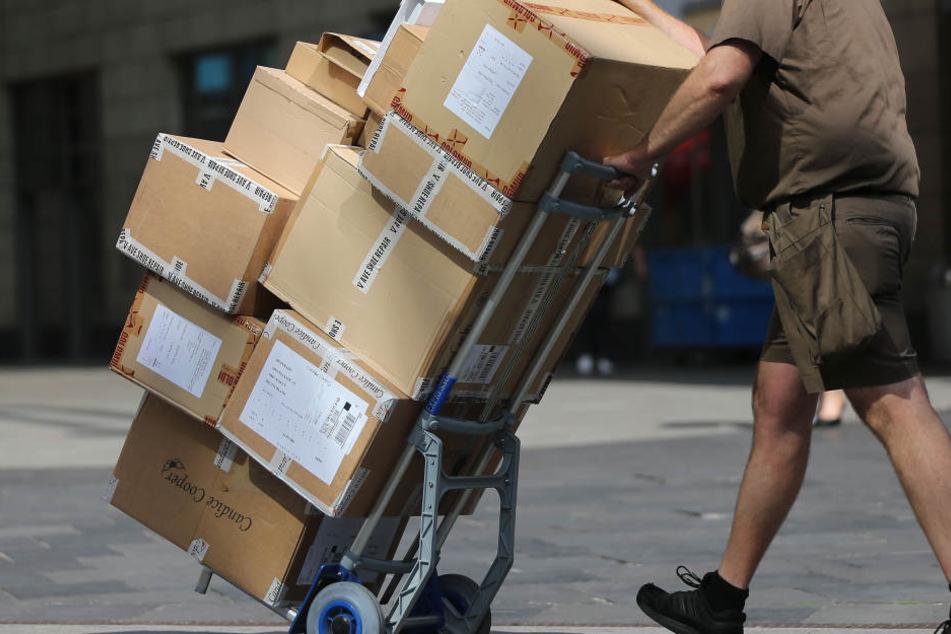 Männer rauben Paketboten brutal aus und erleben peinliche Überraschung