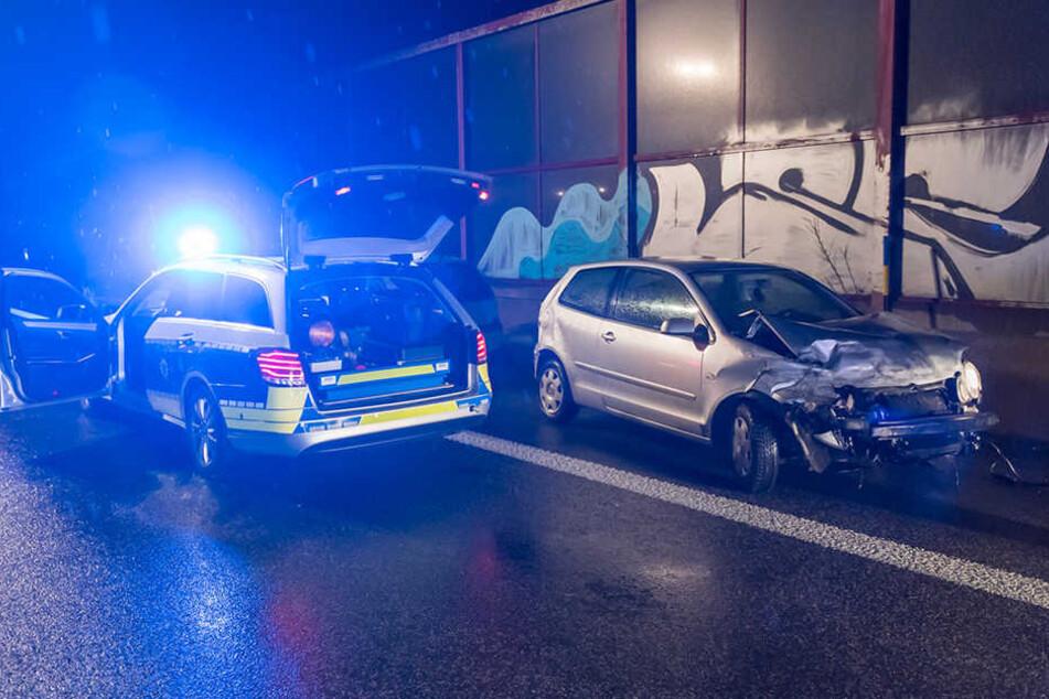 Der Polo wurde bei dem Unfall schwer beschädigt.