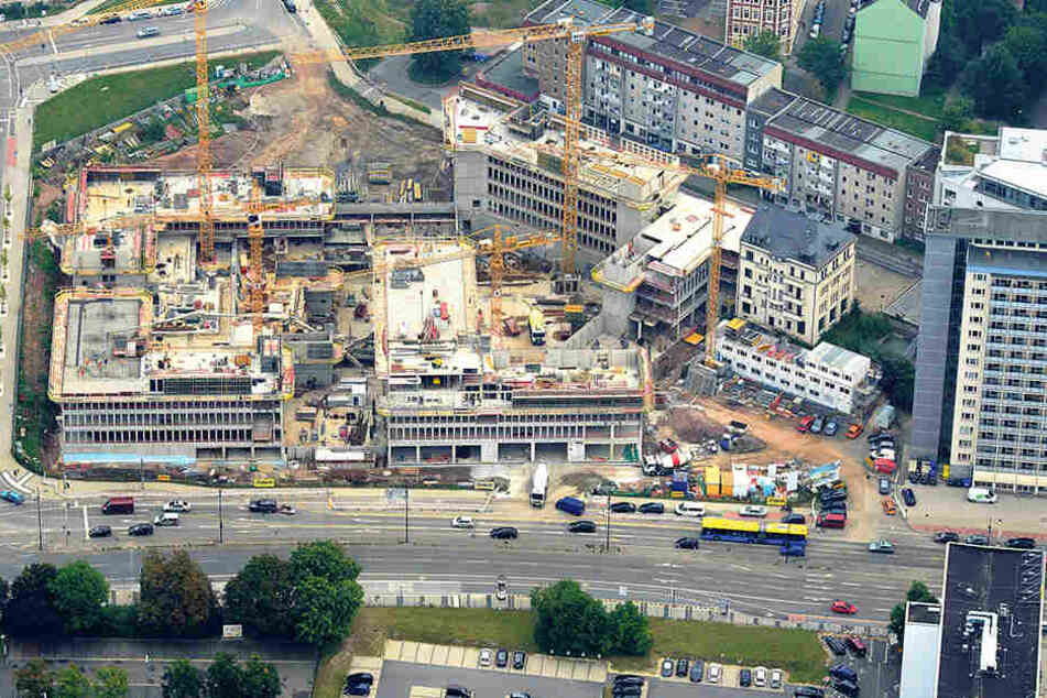 Nix mehr mit Baugrube: Das Conti-Loch ist verschwunden. Aus ihm wächst das Technische Rathaus empor, das auch das neue Tor zum Sonnenberg werden soll.