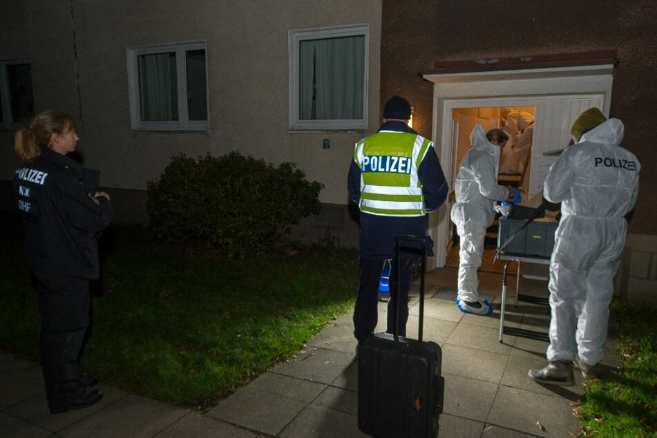 Die Spurensicherung untersuchte die Wohnung des Täters.
