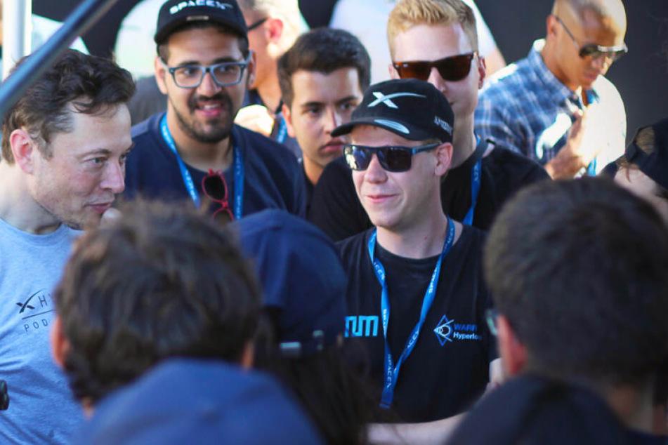 Die Studierenden der TUM mit Elon Musk.