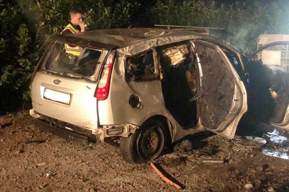 Horror-Unfall: Helfer müssen mit ansehen, wie 30-Jähriger im Auto verbrennt