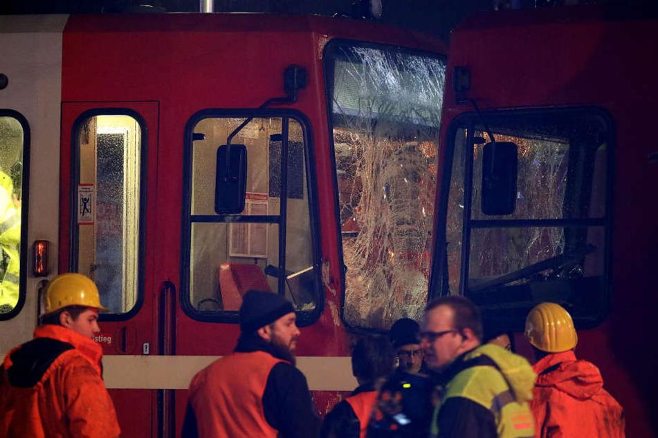 Die meisten Unfallopfer hätten sich nach Auskunft der Polizei leicht verletzt.